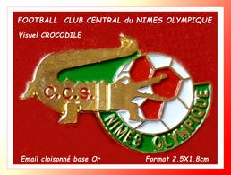 SUPER PIN'S FOOTBALL-CROCODILE : Emis Pour Le CCS NÎMES OLYMPIQUE Symbole Du CROCODILE, émail Cloisonné Or 2,5X1,8cm - Football