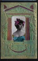 Carte Gauffree, Photo De Femme Dans Une Decoration D'architecture Grecque - Femmes