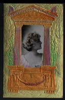 Carte Gauffree, Photo De Femme Dans Une Decoration D'architecture Grecque - Mujeres