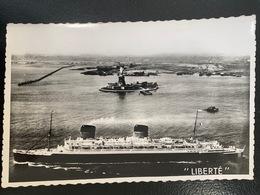 Compagnie Générale Transatlantique. Le Paquebot Liberté Et La Statue De La Liberté Dans Le Port De New York - Paquebots