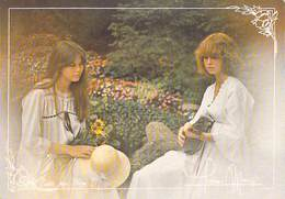 Photographe ) D'après Photo FREDERIC MAURY Collection REGARDS Femmes Jeunes Filles  Guitare  Chapeau  (charme)*PRIX FIXE - Illustrateurs & Photographes