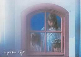 Photographe ) D'après Photo ANGELIKA VOGEL  (jeunes Filles Derriere La Fenêtre)*PRIX FIXE - Illustrateurs & Photographes