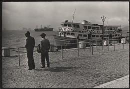Photographie Du Portugal - Lisbonne, Datée De 1985 Et Signée Christophe. Bateaux à Quai Et Sur Le Tage. Photographie NB - Bateaux