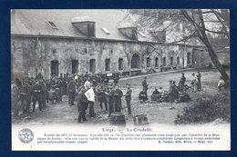Liège. La Citadelle. Soldats Belges Au Repos Dans La Cour. - Liege