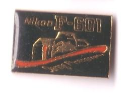 S105 Pin's Photo Appareil NIKON F-601 Photographie Achat Immédiat - Fotografie