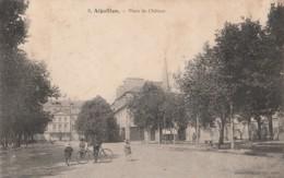 B7- 47) AIGUILLON - PLACE DU CHATEAU  - (DOS CAMILLE  BRU - AGEN - 2 SCANS) - Autres Communes