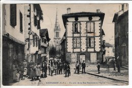 Cpa Hasparren Un Coin De La Rue Montante Et L Eglise  1918 - Hasparren