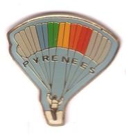 E108 Pin's Parachute Parachutisme Parapente Pyrénées Achat Immédiat - Paracadutismo