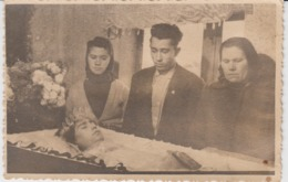 Real Photo - Post Mortem Photo, Girl In The Coffin - Cadavre Dead Woman Dressed Bride  - Photo Postcard Size - Nice Item - Personnes Anonymes