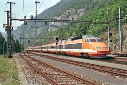 Vallorbe (Suisse)  9 Août 1994 - La Rame TGV PSE Tricourant  N°118 Assurant Le Train Eurocity  N°24 « Lutetia » - Gares - Avec Trains