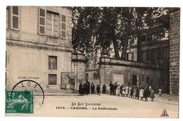 CAHORS LA PREFECTURE TRES ANIMEE - Cahors