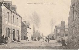 35 - ROZ SUR COUESNON   Personnages Dans La Rue Du Bas Du Palais - Altri Comuni