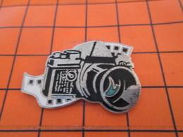 812a Pin's Pins / Beau Et Rare / THEME : PHOTOGRAPHIE / SUPERBE APPAREIL PHOTO ARGENTIQUE REFLEX Par CORNER - Photographie