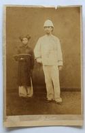 Photo D'un Militaire Et D'une Servante à Hanoï Au Tonkin Datée 1886 - Guerre, Militaire