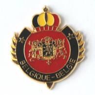 Pin's Blason Couronné BELGIQUE - BELGIE - Armoiries De La Belgique Et Couronne Aux Couleurs Nationales - J204 - Badges