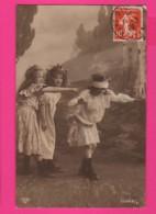 CPA (Réf: Z 2965) (JEUX & JOUETS) Enfants Jouant à Colin-Maillard - Jeux Et Jouets
