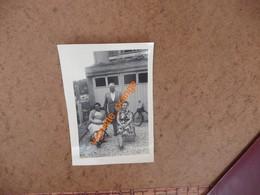 PHOTOGRAPHIE ORIGINALE COLLECTION ALBUM 1954 à Auxerre  - Coupe Vélo Solex - Places
