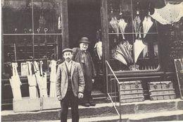 1900 LA BELLE EPOQUE MARCHAND DE PARAPLUIE    ( REPRODUCTION ) EDITIONS PIGNOL  LE PUY - Artesanal