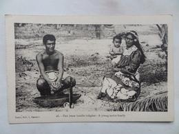 "NOUVELLE-CALEDONIE  CPA  Neuve  N°  26 ""Une Jeune Famille Indigène"" Carte Issue De Carnet - New Caledonia"
