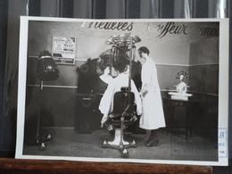 Photo Originale - Parfumerie Viala Toulouse - Salon De Coiffure Avec Mise En Scene De Mannequins - Professions