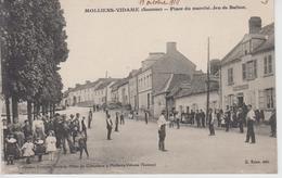 CPA Molliens-Vidame - Place Du Marché - Jeu De Ballon (très Jolie Animation) - Other Municipalities