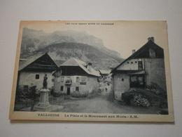 05 Vallouise, La Place Et Le Monument Aux Morts (8719) - Autres Communes