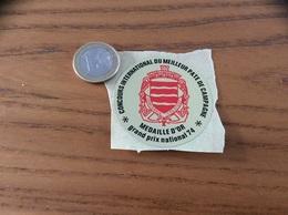 AUTOCOLLANT, Sticker  «concours International Du Meilleur Pâté De Campagne - 1974 » (blason BRIARE-LE-CANAL (45), Ancre) - Autocollants