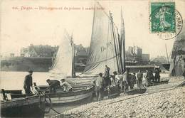 DIEPPE - Déchargement Du Poisson à Marée Basse, Carte Vendue En L'état. - Dieppe