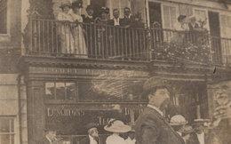 Upper Class Smoking At Rush Hour Bournemouth Restaurant Pub Bar Antique RPC Postcard - Bournemouth (desde 1972)