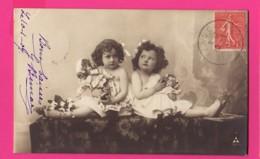 CPA (Réf: Z 3014) (JEUX ET JOUETS) POUPÉE Petites Filles Et Leur Poupée - Jeux Et Jouets