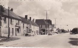 45 DORDIVES Route Nationale 7 ,station Service Esso ,voiture Année 1950 Peugeot 403 , Simca Aronde - Dordives