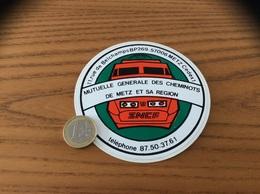 AUTOCOLLANT, Sticker * «MUTUELLE GÉNÉRALE DES CHEMINOTS DE METZ (57) ET SA REGION SNCF» (train) - Aufkleber