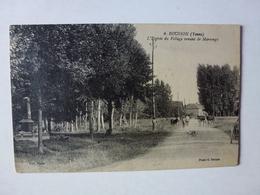 CPA, ROUSSON, L'ENTREE DU VILLAGE VENANT DE MARSANGY, VOIR SCAN - France