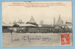 BA0369  CPA  DREUX (Eure-et-Loir)  Place St-Gilles - Halle Aux Veaux Et La Gare Du Tramway De Brezolles  +++ - Dreux