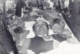 POST MORTEM  FUNERAL  Mort Cadavre Cemetery Cimetière Man COFFIN Cercueil - Russia Russie Russian Old Photo - Anonyme Personen