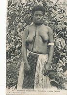 Nouvelle Calédonie Hienghene Jeune Femme . Canaque . Seins Nus - Nuova Caledonia