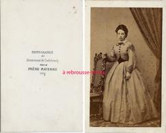 A Voir CDV Photographiée Au Pensionnat De Carlsbourg Par Le Frère Materne-jeune Femme- Belgique - Wallonie - Fotos
