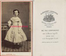 CDV Jeune Fille Robe Vichy-photo Clément Lagriffe à Paris-commentaite Du Photographe Amusant Au Dos - Old (before 1900)