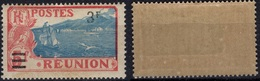 REUNION   106 ** MNH Ville De Sainte-Rose Et Volcan Piton De La Fournaise - Gomme Un Peu Tropicalisée - Reunion Island (1852-1975)
