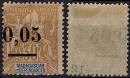 MADAGASCAR  52 * MH  Type I (0 Minces) Surcharge Décalée - Madagascar (1889-1960)