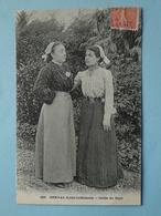 DERVAL  (Loire Atlantique) -- 2 Femmes En Coiffe Du Pays - Costumes