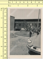 REAL PHOTO Citroën DS Citroen Car & Man Automobile, Voiture Et Homme Train VINTAGE SNAPSHOT PHOTOGRAPH - Automobili