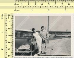 REAL PHOTO Citroën DS Citroen Car & Couple Automobile, Voiture Et Homme Femme ORIG. VINTAGE SNAPSHOT PHOTOGRAPH - Automobili