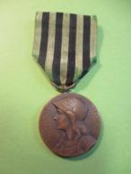 Médaille  Commémorative  Française Ancienne/République Française/aux Défenseurs.../1970-1871 / 1911      MED327 - France
