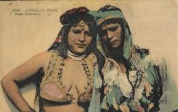 CARTE POSTALE ORIGINALE ANCIENNE : COUPLE DE JEUNE FEMMES MAURESQUES PIN UP SEXY ET EROTIC LESBIAN ALGERIE - Scènes & Types