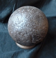 Très Belle, Boule 19 ème En Bois - Diamètre  112 Mm - Avec Un Anneau Pour Présentation ! - Bowls - Pétanque