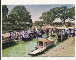 House Boats. Near Dacca. Bengladesh (anciennement Pakistan) - Bangladesh