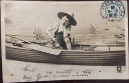 Cpa, Fantaisie, Jeune Pêcheur En Barque, Avec Chapeau Dormant , Série IV, La Chaleur M'accable, N° 512, écrite En 1906 - Fantaisies