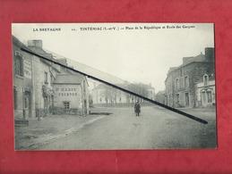 CPA - La Bretagne -  Tinténiac  -(I.-et-V.) - Place De La République Et Ecole Des Garçons - France