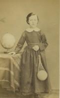 France Paris Portrait Féminin Jeune Fille Mode Globe Ancienne Photo CDV Bayard & Bertall 1870 - Old (before 1900)